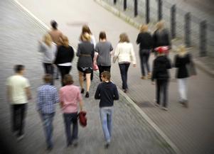Utmaningen för samhället är att uppmuntra och stödja alla ungdomar och att aktivt motverka intoleranta attityder och aktiviteter, skriver Eskil Franck. (Personerna på bilden har ingen direkt koppling till artikeln.)