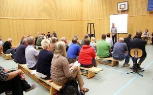 Ungefär 40 personer samlades i Saxdalens idrottshall för informationsmötet om fiber. Foto: Beatrice Åström