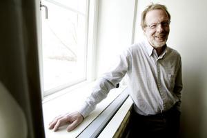 Chefläkare Börje Svensson vill minska patienternas valmöjligheter inom den neuropsykiatriska vården.
