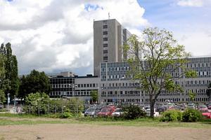 Slukhål?  Alliansen kräver att Västmanlands sjukhus får ekonomin i balans.