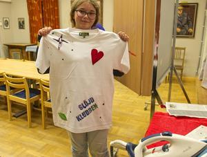 Alexandra Kraft med nytryckt tröja.