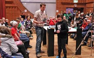 Daniel Hallmans och sonen Oskar Hallmans från Ludvika är med i det vinnande laget.-- Kul med konstruktion, säger Daniel Hallmans, ett intresse som sonen delar.Foto: JOHNNY FREDBORG