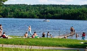 Planerna finns kvar för att få till ett uppvärmt och invallat sommarbad på 3 000 kvadratmeter vid Prästabadet.