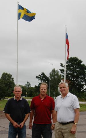 Gillar hockey. Veikko Suvanto, hockeyentusiast, Per Andrén, styrelsemedlem i HSK och Kjell Rosén, chef för kultur- och fritidsförvaltningen, är alla tre glada över att CSKA Moskva är i Hedemora.