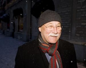 – Ja, väckerklockan ringer. Det är svårt, det är det avsolut. Man går upp när det är mörkt och kommer hem när det är mörkt.Jan Svedlund, 60, socialsekreterare, Sundsvall.