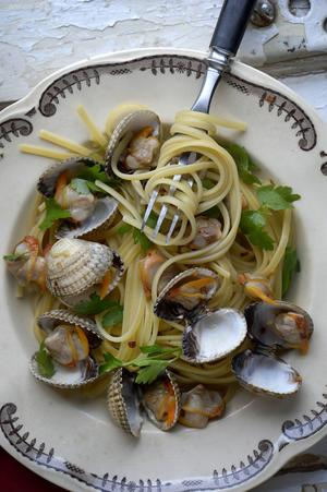 Spaghetti alle vongole är en klassisk pastarätt med små musslor. Rätten kan tillagas med eller utan tomat.   Janerik Henriksson/TT