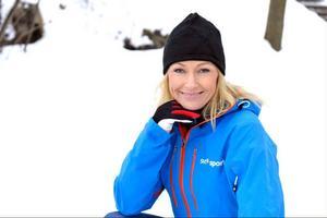 Yvette Hermundstad ser fram emot att bevaka ännu ett mästerskap. Hon kommer att mest att jobba som reporter i mixed-zon för SVT Sport under längdskid-VM i Val di Fiemme.Foto: Carl-Johan Söder/SVT