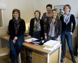 Personal på beroendecentrum i Hudiksvall, Camilla Ström, kurator, Ulla Ulfeldt, psykiatrisjuksköterska, Kerstin Larsson, behandlingsassistent, Katarina Hermansson, familjeläkare och Maria Lövgren, projektledare.