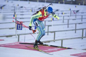 Fredrik Lindström lade snabbt lördagens misslyckade sprint bakom sig och bestämde sig för att göra ett riktigt bra lopp i jaktstarten på söndagen. Det lyckades bra, även om det blev två bom i sista stående skyttet. Lindström klättrade från 56:e upp till 37:e och tog några VC-poäng.
