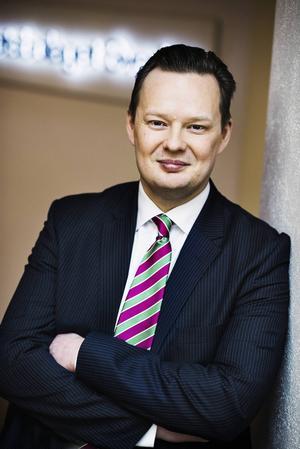 Han är en av de journalister som granskat Saabs konkurs allra flitigast. Nu släpper Jens B Nordström en ny bok om Saab.