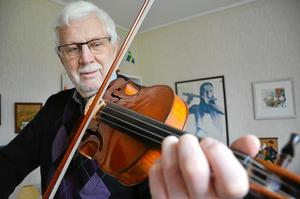 Lyfter folkmusiken. Folkmusiken, människorna som spelade och skapade den och deras livsöden är väldigt intressant, tycker Rune Paulsson.