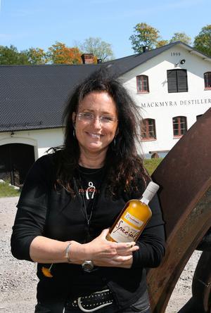 Whiskyexpert. Angela Forsgren D'orazio är sedan 2005 master blender på Mackmyra Svensk Whisky och står bakom flertalet av destilleriets framgångsrika whiskyutgivningar, bland annat den nu aktuella Special: 7.