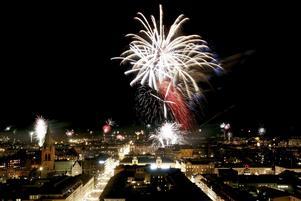 Nyår vid Slottet 2009. Årets fyrverkeri blir mer färgglatt.