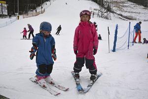 Syskonen Alma och Tyra Jonsson trivdes i Åsbacken.