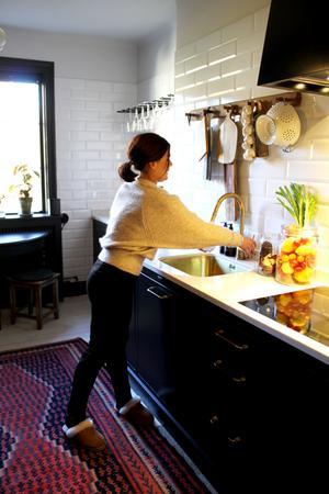 Köket är litet men charmigt.