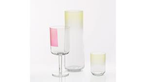 Glasen som skiftar i färg ingår i det danska företaget Hays sortiment. De kostar från 69 kronor hos Rum 21.