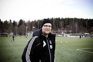Mikael Forsström tar över Strand i division 3.