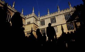 Anrikt. Biblioteket Old Bodleian Library öppnades 1602. Nu finns dess bokskatter tillgängliga också på nätet.