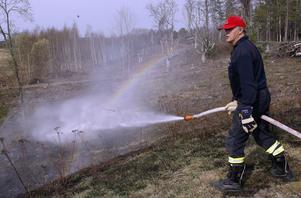 Det är torrt i markerna. Räddningstjänsten har ägnat sig åt många gräsbränder den senaste tiden.