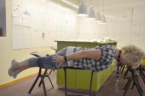 Malin testar vid redaktionens sidplaneringshörna.