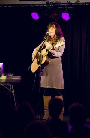 Eva Hillered, grammisnominerad artist från Stockholm, stod för underhållningen.