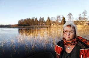 Satu Mattsson har haft vänner omkring sig som har hjälpt henne att ta sig igenom tiden efter  det att hennes man omkom. Nu vill hon kämpa för andra som inte har det lika väl förspänt.