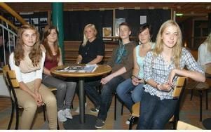 Nya på gymnasiet. Det är fr v Frida Eriksson, Maja Karlsson, Josefine Vakander, Jon Momqvist, Erika Johansson och Anna-Carin Hessel.FOTO: ERIC SALOMONSSON