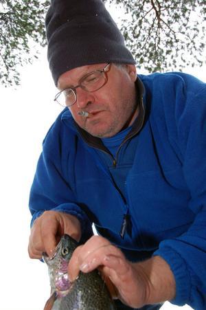 Leif Bispgärd fick upp två fiskar inom någon minut.