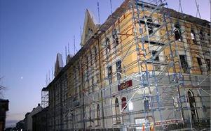 Fasadspetsarna i dåligt skick på Egnellska huset.FOTO: ANNIKA BJÖRNDOTTER