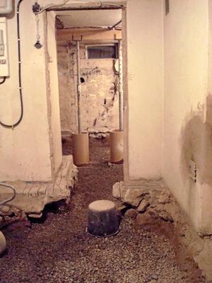 Så här såg det ut i källaren när golvet grävts ur. Bild: Privat
