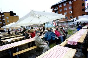 De flesta Gävlebor som deltog i tävlingen fikade inomhus. Vädret gjorde att det var skönast så, men en del tappra tog en utefika under bar och öppen himmel.