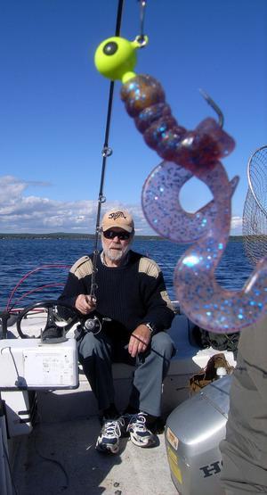 – Jiggfiske funkar bra på hösten. Dessutom tycker jag det är kul att drilla abborren lite längre, säger PO Lagerborg.
