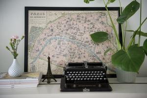 Skrivmaskinen har blivit en populär inredningstdetalj, här en arkivbild från inredningsstajlisten och vintagebloggaren Linda Hansson som driver bloggen Volang och är en av ägarna till butiken Vintagefabriken.