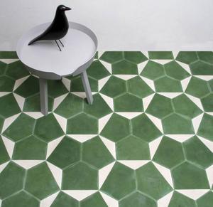 Den svenska designtrion Claesson Koivisto Rune har designat tre mönster för Marrakech Design, bland annat Casa, som finns i flera olika färger. Foto: Marrakech Design