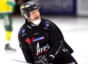 Helgens cupspel blev en dyr historia för spelande Tillberga-tränaren Per Fosshaug.