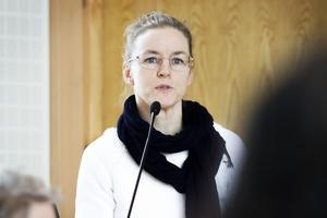 Politiker och personal riktar kritik mot kulturchefen Helén Blomqvist, och den organisationsförändring hon är i färd att sjösätta.