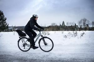 Eva Ohlander tror inte att hon kommer att använda den nya expresscykelväg som anläggs längs med Trondheimsvägen.