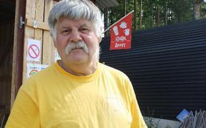 Bernt Säll har varit knallare i 35 år och var glad för de som kommit.FOTO: HENRIK BOMAN