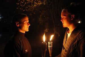 Daniel Hallgren och Jonas Loef kommer att skrämma upp besökarna i skogarna vid Ytterharnäs under fyra kvällar nästa vecka.