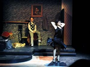 """Två tongivande aktörer ui """"Cabaret"""". Camilla Lénström som Sally Bowles och David Tanzilli som författaren Cliff Bradshaw."""