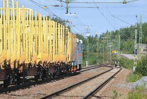 Enkelspåret söder om Kilafors har en mötesstation i Röstbo.  En ny mötesstation skulle lösa delar av trängselproblemet, även om dubbelspår på hela sträckan ses som det optimala.