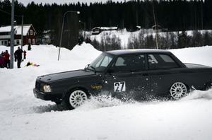Det gick brett när Patrik Flodin testkörde sin nya Volvo grupp H. Ett bakljus och en postlåda lyckades han köra bort.