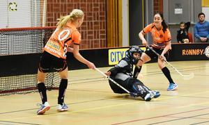 Jonna Sjöberg och Linnéa Nilsson hotar Pixbokeepern.