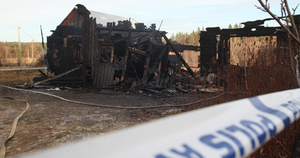 Brandplatsen i Fiskvik är avspärrad i väntan på teknisk undersökning.