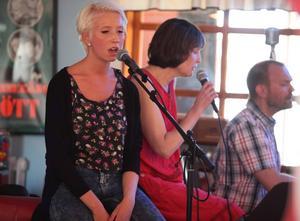 Sanna Hammarberg var först ut när musikskolans elever underhöll på Tobaksfri duos musikcafé.