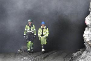 Nils-Erik Alm och Edor Malmbo har många års erfarenhet av att arbeta med berg.
