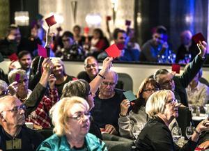 Vågar du bli gammal i Sundsvall? frågade Pernilla Berg publiken. Och de röda korten som signalerade Nej sträcktes upp i lokalen.