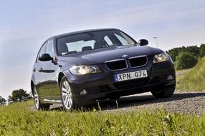 BMW 3-serien är full med elektronik. Det så kallade Check control-systemet fungerade bra och varnade för både låg oljenivå och lågt lufttryck under testdagen. Modellen fick fem stjärnor av Euro NCAP 2006.