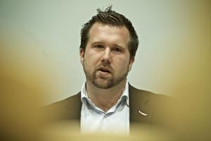 Fredrik Holm, tror inte att stenkastande ungdomar inser vilka konsekvenser det kan bli.