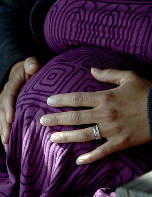 Behöver bli fler. Det finns helt enkelt för få kvinnor i barnafödande ålder i länet för att befolkningssiffrorna ska kunna öka, skriver Eva-Karin Wedin. foto: scanpix